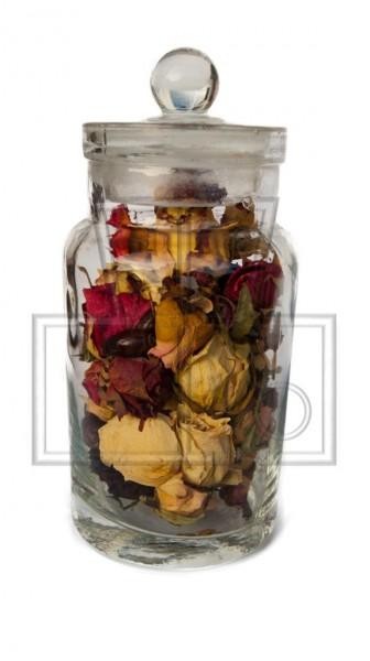 getrocknete Blüten von Rosen im Glas