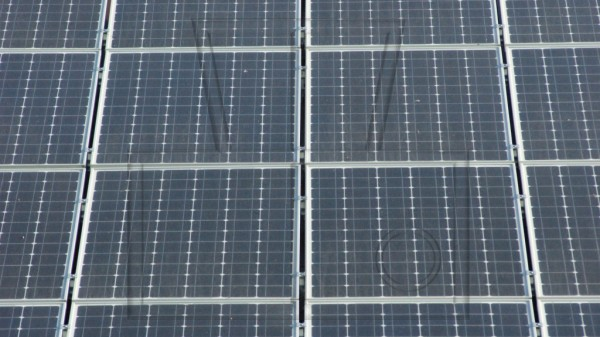 4 Solarmodule als Ausschnitt von Dachanlage