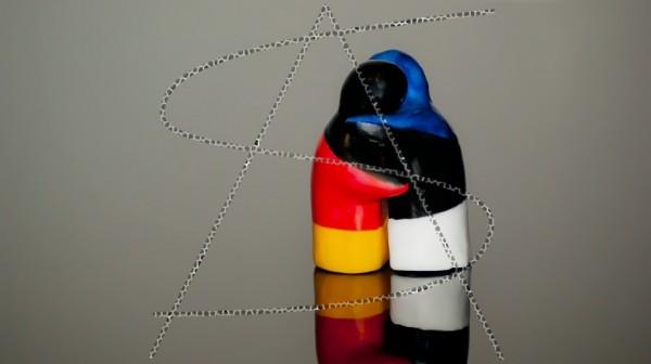 Salz- und Pfefferstreuer in deutscher und estnischen Flagge