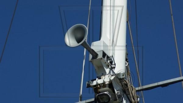 ein Signalhorn am Schiffsmast