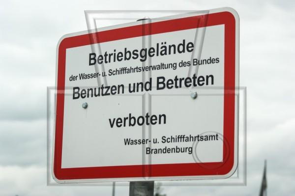 Verbotsschild der Wasser- u. Schifffahrtsverwaltung des Bundes