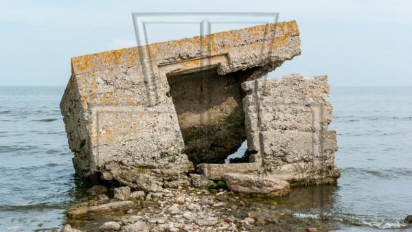 zerfallender Bunker am Strand